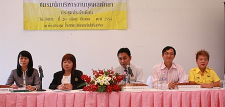 (L to R) Labor expert Suwanna Khantivisit; labor expert / scholar Anchalee Jaidee; Mongkol Janthana, vice president of the Pattaya Personnel Club; Amnuay Wongudommongkol, labor development expert; and Phatchara Khunrattachot, head of business training and special training at the Institute of Skills Development Region 3.