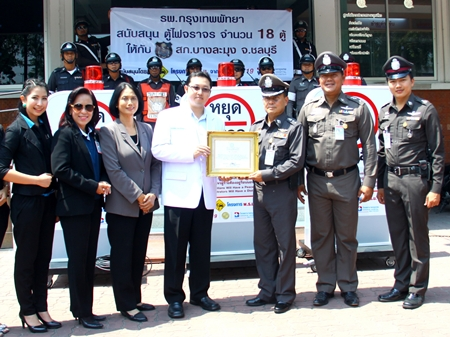 Dr. Seeharaj Lohchitranond, Assistant Director of the Bangkok Hospital Pattaya, along with his administrative team presented 18 police checkpoint signs to Pol. Col Somnuk Changate, commander of the Banglamung police station for use in their duties to protect and to serve the people of this district.