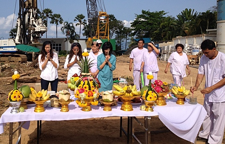The Palm Wongamat Beach recently organised a spiritual blessing ceremony of their land located at the end of Soi 16 Wongamat by inviting a selected team of spiritual people to help bring good spirits to their project before construction begins.  In traditional style, the spouses of the owners (l-r) Vipharat Fineman, Sukanya Gale and Kazuko Kasemsri Na Ayudhaya were asked to pray to welcome these good spirits in to the project and guard over it.  ItalThai Trevi cranes and heavy plant gear was standing by to begin pre-construction preparations which are now completed.  The Palm aims to complete construction of their stunning 46 and 26 story towers in 36 months time and once completed promises to become one of the most desirable condominium addresses in Pattaya.
