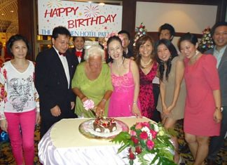 Achana Snitwongse Na Ayudhaya, MD of the Montien Hotel, Pattaya hosted a birthday party for Mary Knight recently. Mary is a regular guest who makes the Montien her home during her bi-annual visits to Pattaya.