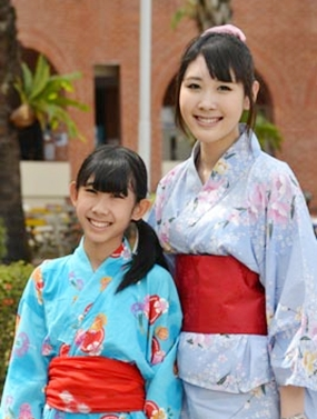 Students in gorgeous Japanese dress.