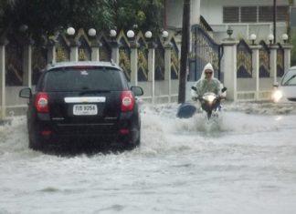Once again, floods waters run deep in Sukhumvit Soi 35 near Wat Nong Yai.