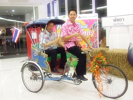 Mayor Itthiphol Kunplome tries out a rickshaw with Royal Garden Plaza and Royal Garden Entertainment vice president, Somporn Naksuetrong in the cab.