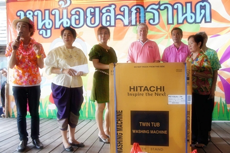 Floating Market management donates a washing machine to the Banglamung Home for the Elderly.