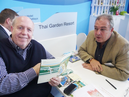TV celebrity and former soccer coach Reiner Calmund visits the Thai Garden Resort table.