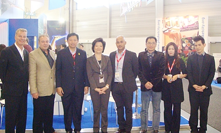 Vittaya Kunplome (3rd left) visits the Pattaya booth at ITB in Berlin, Germany.