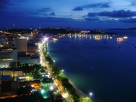 From the 34th floor, the Pattaya vista is most impressive.
