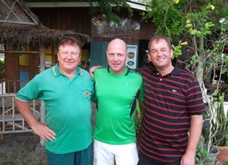 Ian Heddle, centre, with Brian Maddox, left, and Stuart Tinkler after their fine rounds at Khao Kheow on Monday.