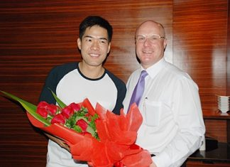 Popular TV Host 'Woody Kerd Ma Khui' (left) was back at the Mantra Restaurant recently to partake in the popular Sunday brunch where he was welcomed by David Cumming, General Manager, Amari Orchid Pattaya.