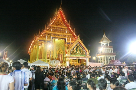 Before the Wien Thien ceremony, monks preach the dharma to thousands of Buddhists in Pattaya City.