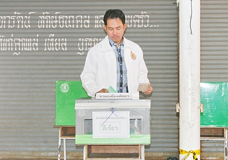 Newly reelected Mayor Itthiphol Kunplome casts his vote at the 12th election unit in Region 2, Central Pattaya.