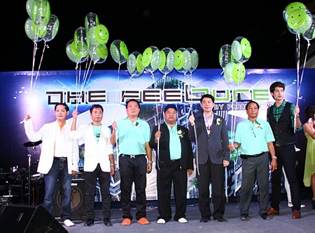Wornchai Phakdeesaneha, MD of Real Estate of Porchalnd Group, center, and Phokpol Phakdeesanwha, MD of Porchland, 2nd right, stand with Chonburi MP Porames Ngampichet, 3rd right, and other dignitaries and presenters at the launch of The Feelture condominium.
