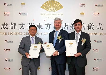 (L to R) Chen Dong, Project Founder of Chengdu Mind River Land Co. Ltd; Andrew Hirst, Operations Director – Asia of Mandarin Oriental Hotel Group; and Xie Xiangping, Managing Director of CDH Investments exchange contracts at a press announcement in June.