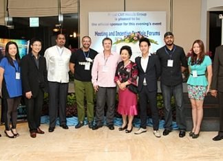 "Royal Cliff Hotels Group's Managing Director Panga Vathanakul (5th right) together with Executive Director Vitanart Vathanakul (4th right) welcomed M&I Forum Asia's Managing Director Alastair Lennox and various delegates to their ""M&I Pan Asia Forum 2012"" meeting at the Royal Cliff Hotels Group recently. The five-day event comprised of a welcome cocktail party hosted by the hotel, a series of 20-minute pre-scheduled one-on-one appointments between top MICE suppliers and key meeting and incentive buyers from the Asia-Pacific Region."