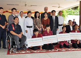 Students from Redemptorist Vocational College receive scholarships from Pol. Col. Dr. Yanyong Pattaloho, CEO of Thai Pipe Co., Ltd., during the annual wai khru ceremony.