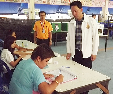 Pattaya Mayor Itthiphol Kunplome turns up at his local polling station to cast his vote.