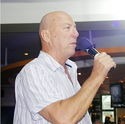 Member Roy Albiston conducts the Open Forum portion of the PCEC meeting where members and guests exchange information about expat living in Pattaya.