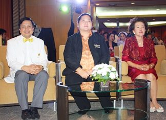 Cultural Minister Sukumol Kunplome (center) and Satil Kunplome (right) congratulate hospital director Nopadol Nopkhun (left) on the hospital's 19th anniversary.