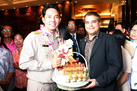 Representing the Pattaya Mail Media Group, Tony Malhotra (right) Deputy MD presents a basket of nourishing and healthy drinks to Mayor Itthiphol Kunplome on the first day of his office to congratulate him on his re-election as Mayor of Pattaya City.