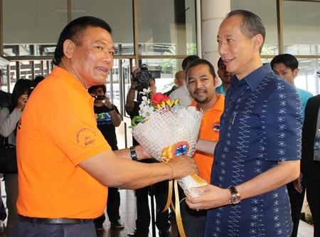 Chudet Sukharam (left), president of the Pattaya Tourist Guide Society greets Khomsan Ekachai (right), Governor of Chonburi province who attended a tourism related seminar at Pattaya City Hall Pattaya City hall recently.