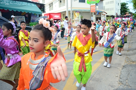 Arunothai students perform ancient Thai classical dance in the parade to Wat Nong Or.