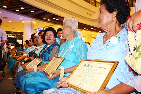 Some of the outstanding mothers awarded certificates from the mayor at Central Festival Pattaya Beach.