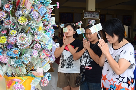 Local folks donate money for the restoration of Wat Nong Or.