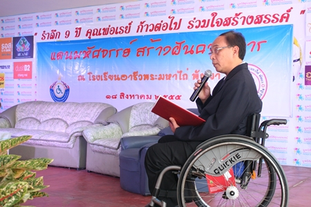 Udomchok Churat, director of Pattaya Redemptorist Vocational School, addresses the event.
