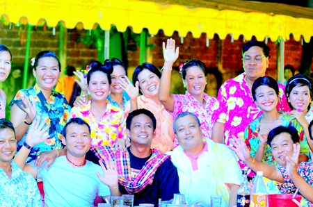 Vasinee Ruangrith (2nd left), president of Ban Munkong Khao Noi Co. Ltd., with the Lady Development Group including Ban Munkong Collective Housing members and members of the Pattaya Cultural Council congratulate Pattaya Mail.