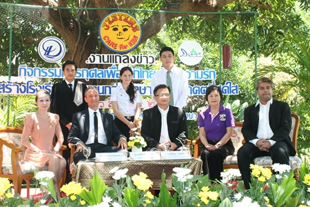 (Seated left-right) Praichit Jetpai, Chairwoman of YWCA Bangkok-Pattaya; Lewis Underwood, Chairman of Jesters Care for Kids; Deputy Mayor Wutisak Rermkitkarn, Sopin Thappajug, CEO of Diana Group, Tony Malhotra Director of PR for Jesters Care for Kids, with the graduates (standing left-right) Rienchai, Neffie and Chaichana.