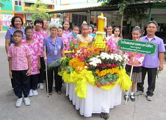 Aurora Sribuaphan (front row with cane), director of the Redemptorist School for the Blind, poses for a picture with her students.