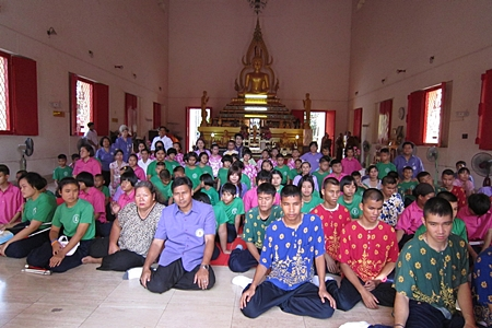 Students gather inside Photisampan Temple to begin the presentation of robes and necessities.