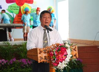 Jeerasak Jitsom, director of Pattaya School No. 5, welcomes the committee to his school.