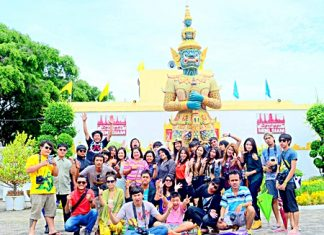 Students from Buriram Rajabhat University pose for a group picture during their field trip to Mini Siam.