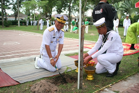 Rear Adm. Thawee Phikulthong plants a tree dedicated to HM the Queen.