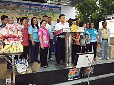 Deputy Mayor Wutisak Rermkitkarn presides over the Aug. 26 event in the Old Naklua Market neighborhood.