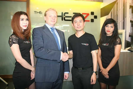 Robert Collins, MD of Savills (Thailand) Limited, centre left, shakes hands with Ekasith Ngampichet, manager of Phaendinthong Development Co. Ltd, at the official opening of The Chezz Metro Life Condo, August 16.