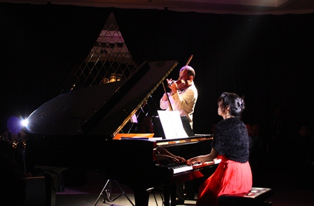 Aree Kunapongkul and Mathias Boegner enchant the audience with their heartfelt renditions of Mozart's masterpieces.