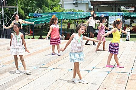 Young performers do a cute Thai dance.