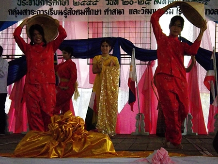 Students perform an ASEAN dance at the workshop.