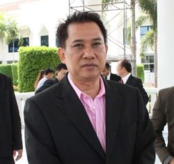 Arisman Pongruangrong arrives at Pattaya Provincial Court.