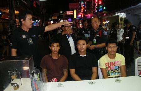 Bunrit Chomthaworn, Anek Chimsa and Pongsak Ukraihongsa were held for allegedly grabbing and threatening a foreign tourist who refused to pay for parking in a free parking area.