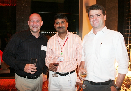(L to R) Paul Marks (Communications Director The American School of Bangkok), Ramesh Ramanathan (Visteon (Thailand) Limited), and Vincent Pourre (Corporate Account Manager Efficient English Services Ltd.) automatically communicate efficiently in English.
