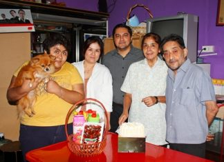 Members of the Malhotra family held a little celebration at Massic Travel to wish Jasmeet Malhotra a very happy birthday. (l-r) Vicky, Kwang, Prince, Jasmeet and Marlowe.