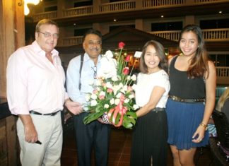 Pattaya Mail's Peter Malhotra (2nd left) congratulates the Ottesen family, Ib (left), Kannikar and Ploy Pailin (2nd right and right) on their grand reopening.