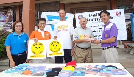 (2nd left to 2nd right) Nittaya, Woody and Bernie proudly handover the eyeglasses.