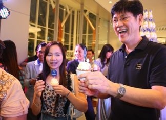 Prasong Nitinavakorn (right) and friends enjoy some birthday cake during King Power Pattaya Complex's 1st Anniversary.