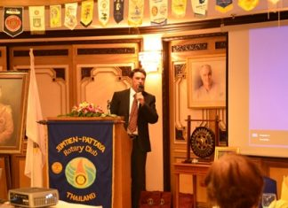 Gavin Waddell addresses members of the Rotary Club of Jomtien - Pattaya.
