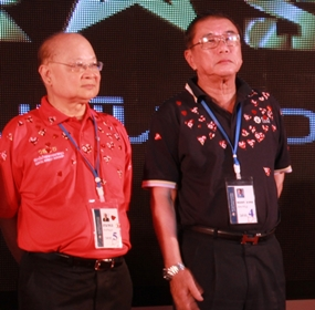 Sompol Kiatpaiboon, Stock Exchange of Thailand chairman and General Mongkol Ampornpisit.