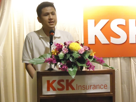 Eugene Foong, CEO of KSK Insurance (Thailand) Co., Ltd., gives a warm welcome speech during the KSK Insurance Rebranding Agent Launch at Chon Inter Hotel.